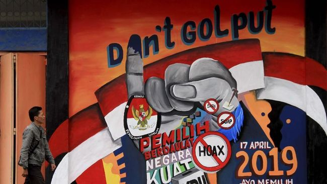 Pengamat menilai sikap kubu capres-cawapres petahana, Jokowi-Ma'ruf, yang ingin menekan angka golput tak lepas dari keinginan menang mutlak pada Pilpres 2019.