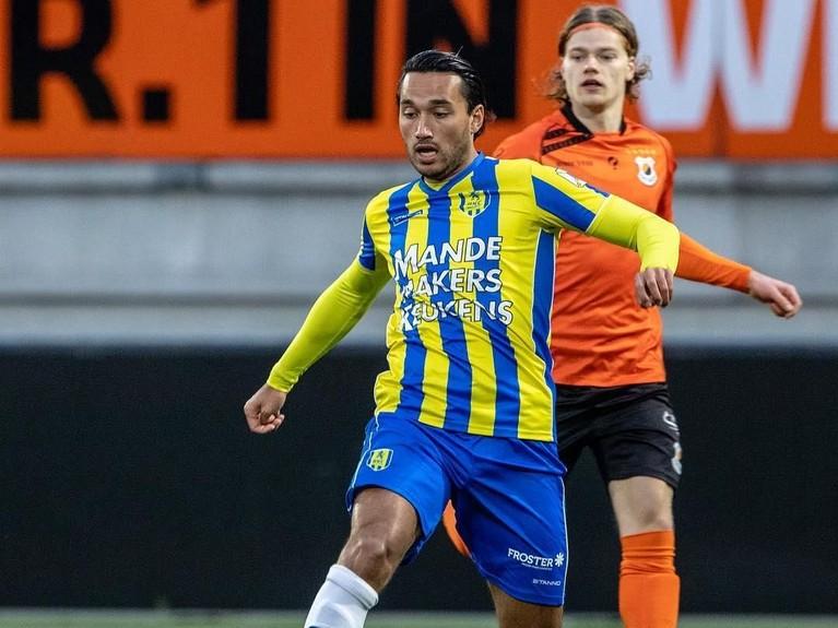 Ezra Walian pernah bermain di beberapa klub eropa, salah satunya ialah Ajax Amsterdam. Saat ini ia sedang memperkuat RKC Waalwijk FC.