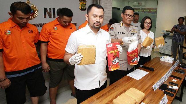 Pelawak Tri Retno Prayudati (Nunung) dan suaminya, July Jan Sambiran, disebut sudah memesan narkotika jenis sabu sebanyak 10 kali dalam tiga bulan.