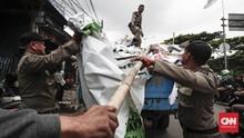 Tenda Tunangan Warga Petojo Dibongkar saat PSBB Transisi