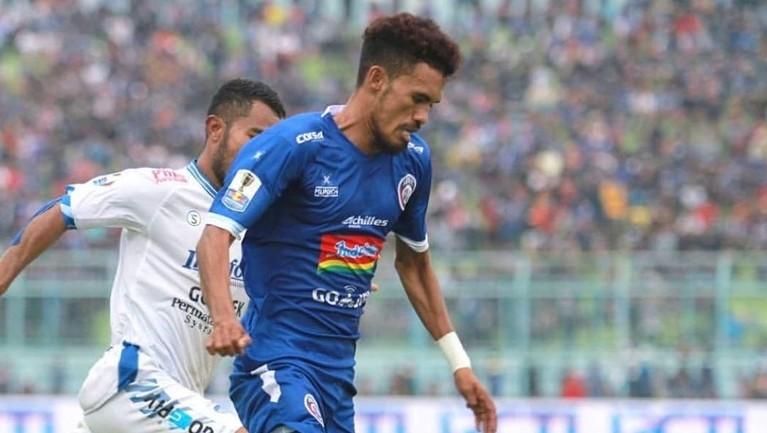 Selesai berguru di Uruguay, Alfin Tuasalamony mendapatkan kesempatan bermain di Eropa bersama CS Vise.