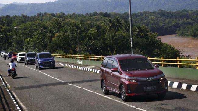 Setelah mendapatkan uang ganti rugi lahan mereka seperti alergi membeli mobil-mobil harga relatif terjangkau sekelas Toyota Avanza yang masuk kategori low MPV.
