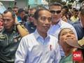 Blusukan ke Pasar Pangkalpinang, Jokowi Cek Harga dan Selfie