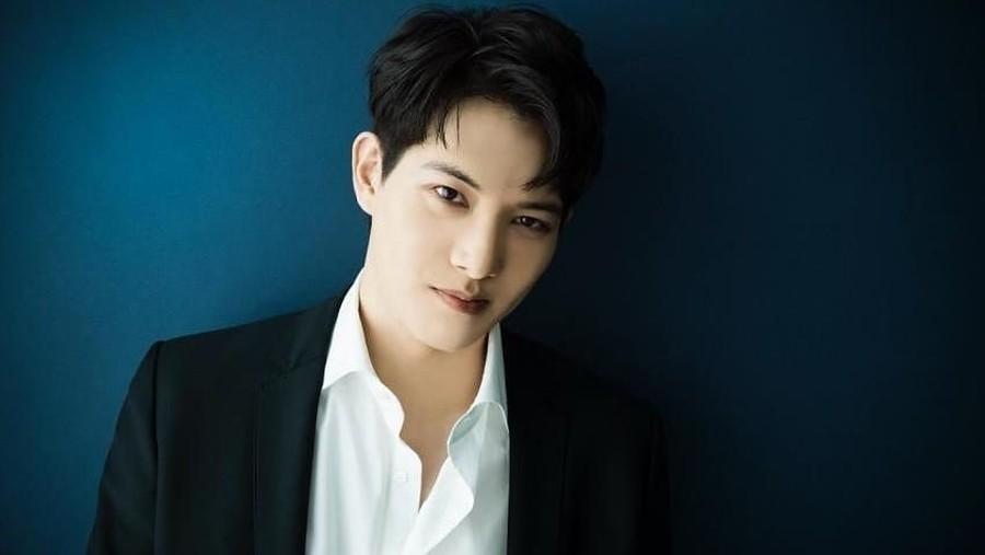 Pengakuan Lee Jonghyun CNBLUE soal Chat Mesum