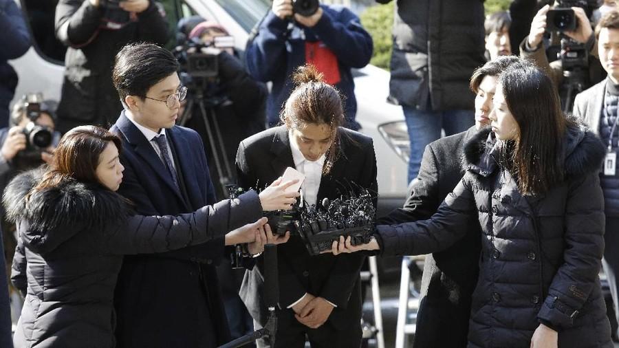 Permintaan Maaf Jung Jong Young di Kantor Polisi