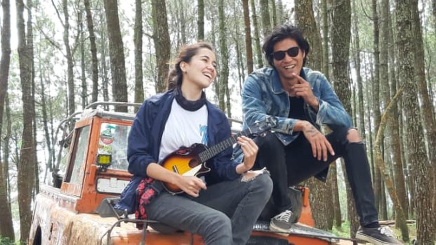Marshall Sastra & Chrissie Vanessa Jelajahi Alam Bandung