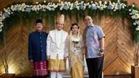 <p>Indro Warkop turut menghadiri pernikahan anak Dono, Damar Canggih Wicaksono dan Fauziah yang digelar pada 10 Maret lalu. (Foto: Instagram @masari0)</p>