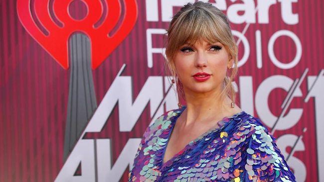 Dalam video klip terbarunya, Taylor Swift mengenakan rok buatan perancang muda asal Indonesia, Monica Ivena.