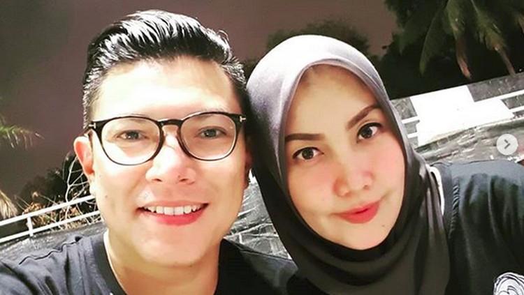 Meski disibukkan dengan aktivitas sebagai jurnalis, Alfito Deannova punya cara sendiri menunjukkan cintanya pada sang istri.