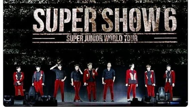 Super Junior menjadi artis Korea yang pertama meraih 100 konser tur dunia. Momen itu dirayakan dalam konser dunianya yang bertajuk Super Junior World Tour -