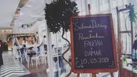 <p>Dekorasi pernikahan putra kedua Dono Warkop, Damar Canggih Wicaksono dan Fauziah. Simpel dan elegan, tapi kece ya, Bun. (Foto: Instagram @masari0)</p>