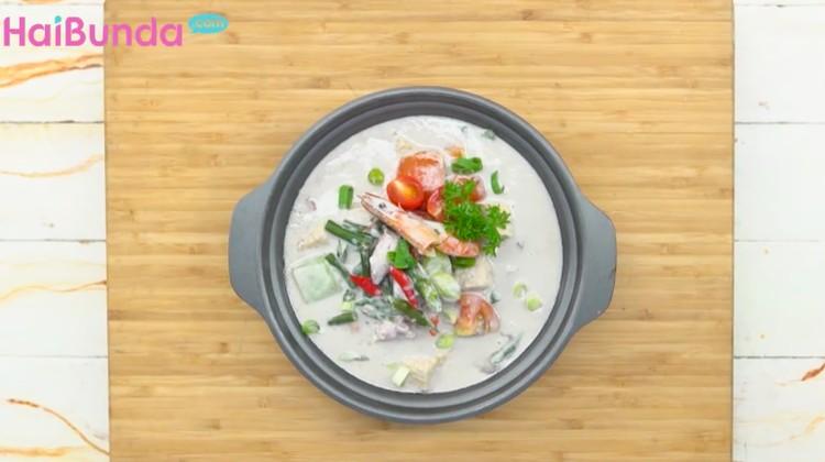 Akhir pekan ini, coba masak sepesial yuk untuk Ayah dan anak-anak di rumah. Coba buat lodeh seafood yang nampol di lidah yuk!