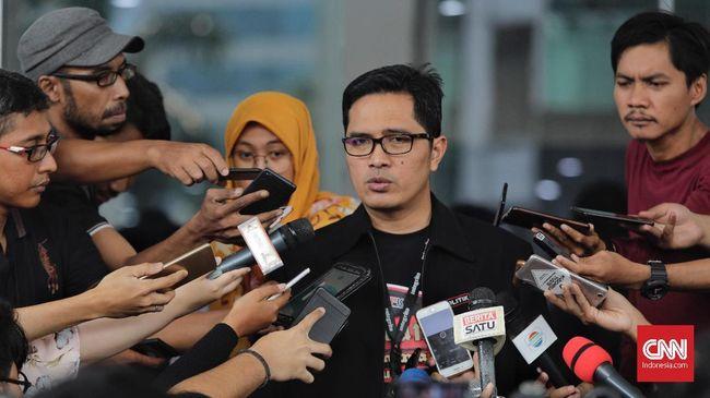 KPK menyebut tindakan Rutan Surabaya yang mengeluarkan Bupati Mojokerto nonaktif Mutofa Kamal Pasa tanpa izin pengadilan melanggar prosedur.