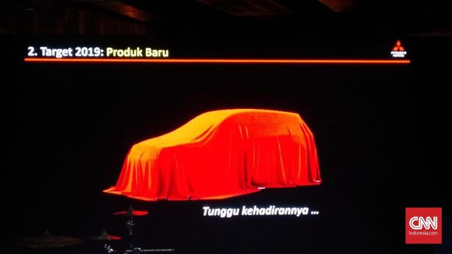 Karyawan dealer mencoba membenarkan bahwa model baru Eclipse Cross salah satu strategi MMKSI di Indonesia untuk tahun ini.