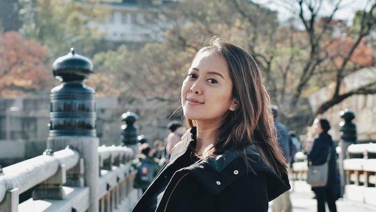 Bunda, mari kenalan dengan Putri Ayuningtyas, sosok ibu satu anak yang didapuk menjadi salah satu moderator di debat cawapres 2019.