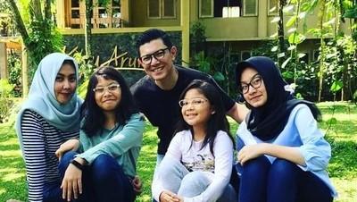 Bisa Jadi Inspirasi, Nama Unik Tiga Anak Alfito Deannova