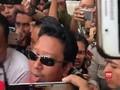 VIDEO: Gunakan Topi dan Rompi Tahanan, Romi Dipindah ke Rutan