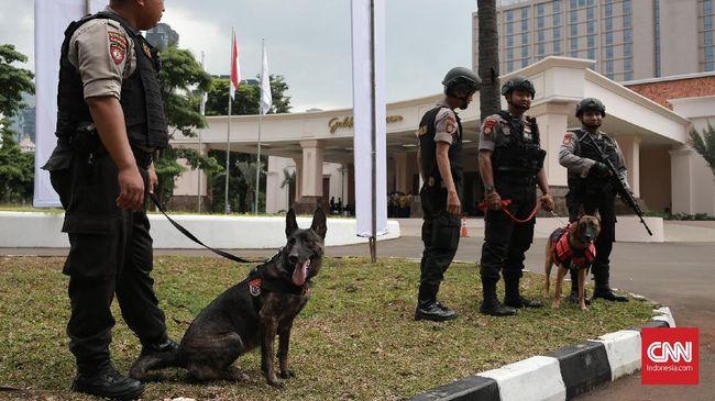 Polda Metro Jaya menerapkan pengamanan berdasarkan zona dalam kampanye terbuka Prabowo Subianto di Stadion Gelora Utama Bung Karno, Minggu (7/4).