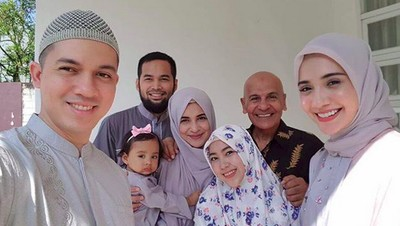 Curhat Mark Sungkar saat Melepas Dua Anak Perempuannya Menikah