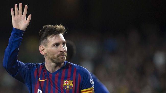 Bek Manchester United Chris Smalling antusias melawan bintang Barcelona Lionel Messi usai mengalahkan Cristiano Ronaldo dan Kylian Mbappe di Liga Champions..