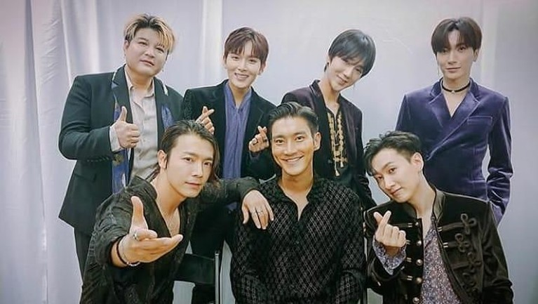 Siwon, Eunhyuk, Kyuhyun dan Kangin pernah menjadi dosen tamu di Oxford University. Hal itu membuat Super Junior menjadi idol Kpop pertama yang pernah menjadi dosen tamu di universitas ternama itu.
