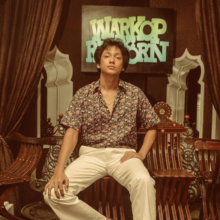 Sementara karakter Kasino diperankan oleh Adipati Dolken, yang sebelumnya oleh Vino G. Bastian.