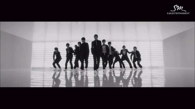 Mencuri banyak perhatian, lagu Super Junior yang berjudul Sorry Sorry berhasil menjadi viral keluar Asia. Pencapaian itu menjadikan Super Junior menjadi boyband pertama yang mendunia.