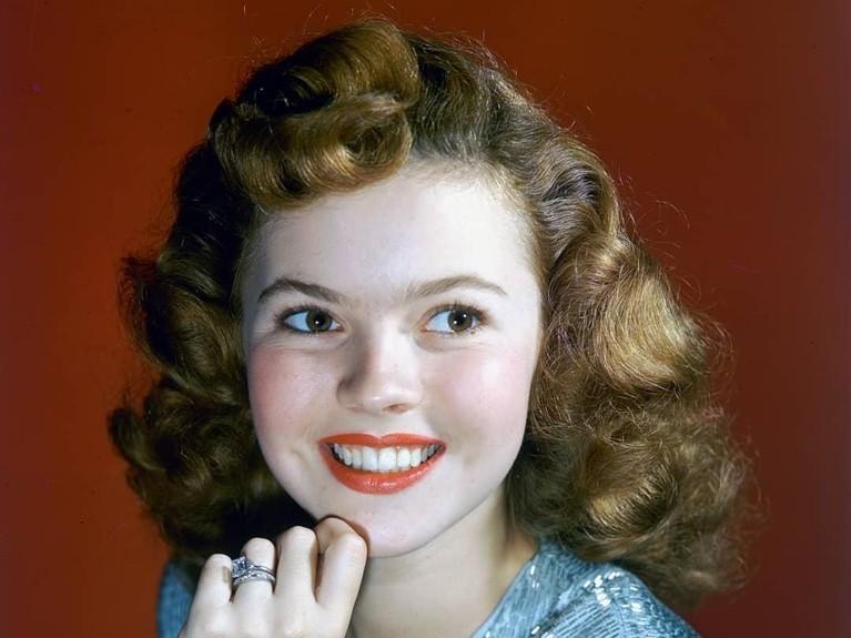 Memasuki usia 17 tahun, Shirley memutuskan untuk menikah dengan seorang aktor John Agar. Namun pernikahannya harus berakhir pada 1950. Shirley pun menikah lagi dengan pebisnis Charles Alden Black.