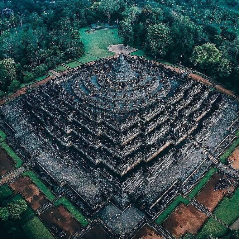 Dalam kunjungannya, SuJU dan TVXQ akan mengunjungi candi Borobudur. Tempat iniakan menjadi destinasi pertama dua boyband tersebut.