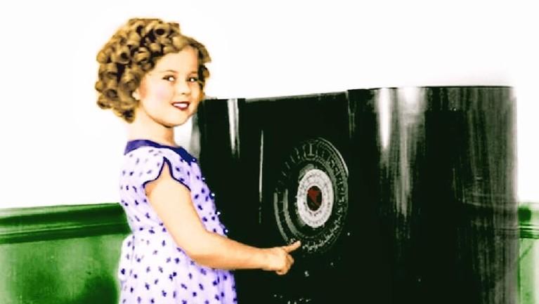 Shirley Temple memulai kariernya pada 1932 saat ia berusia tiga tahun. Lewat film Baby Burlesks, Shirley hanya dibayar sebesar Rp141 ribu perharinya.