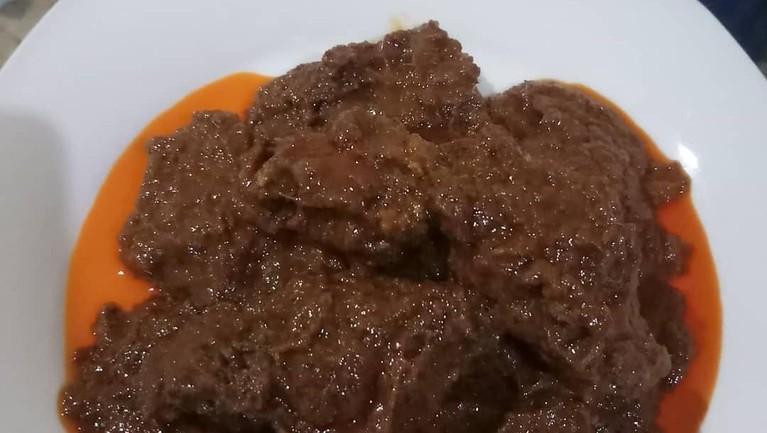 Masakan khas Padang ini memang sangat enak. Tak heran makanan tersebut menjadi salah satu favorit artis mancanegara.