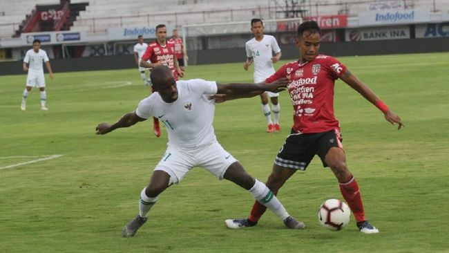 Timnas Indonesia meraih kemenangan 2-0 atas Myanmar pada laga uji coba internasional yang dihelat di Stadion Mandalar, Senin (25/3).