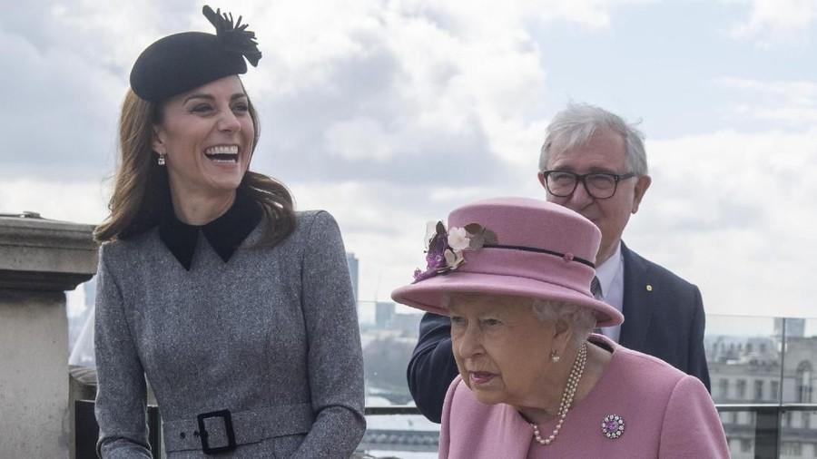 Sosok Penting di Balik Gaya Busana Kate Middleton: Ratu Elizabeth