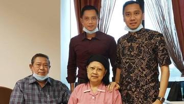Luapan Tangis AHY Usai Salat Terkait Kondisi Ani Yudhoyono