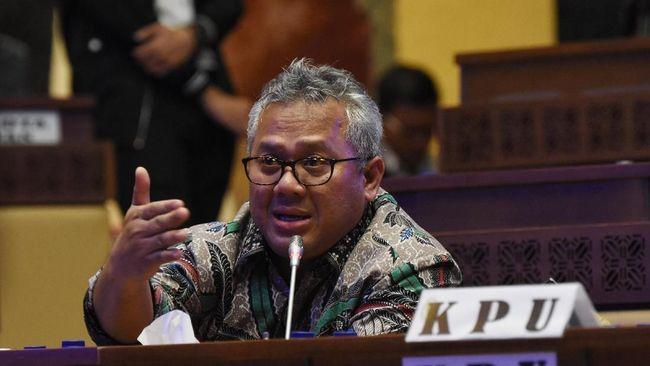 KPU menunda rapat pleno rekapitulasi penghitungan suara Pemilu 2019, karena tiga provinsi belum siap. Tiga provinsi itu, Papua Barat, Jakarta dan Sulsel.