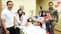 <p>Suami, anak, menantu, bahkan cucu, dengan setia dan secara bergantian merawat Ani Yudhoyono. (Foto: Instagram @annisayudhoyono)</p>