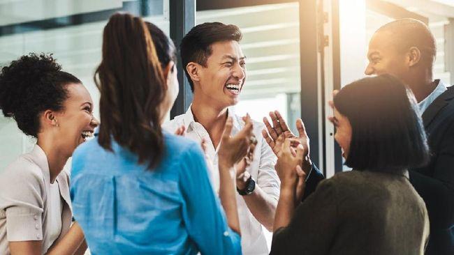 Pemuda-pemudi 'kekinian' mulai melirik wirausaha sosial atau sociopreneur sebagai salah satu cara untuk menjaga semangat sumpah pemuda.