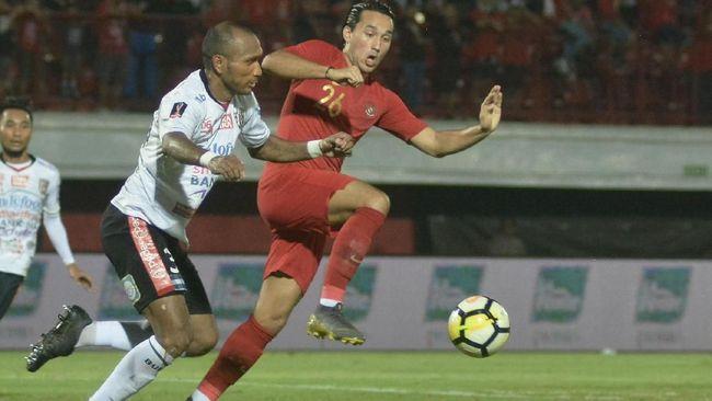 Berdasarkan statuta FIFA, Ezra Walian tidak bisa membela Timnas Indonesia U-23 di ajang kualifikasi Piala Asia U-23 2020.