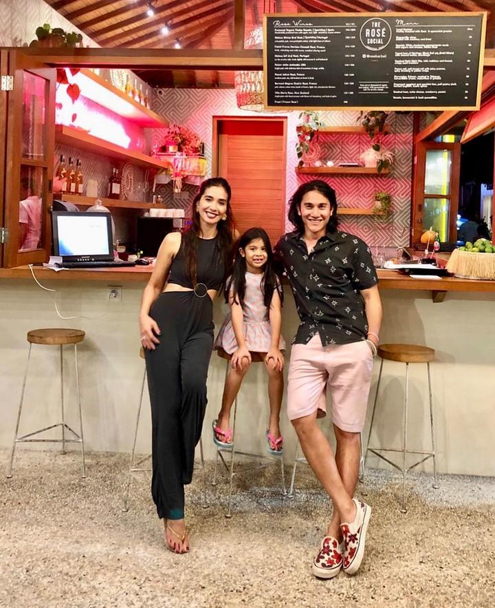 Intip 7 potret keluarga kecil Vino Bastian dan Marsha Timothy, yuk Bun.