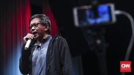 Rocky Gerung Sindir Kerumunan Jokowi di NTT