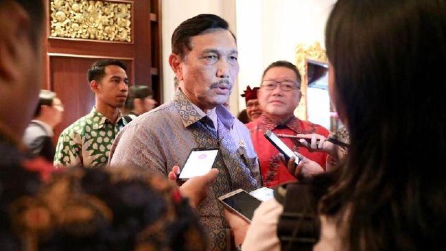 Menko Kemaritiman Luhut Pandjaitan menyebutkan ada beberapa perusahaan China yang tertarik mengucurkan dana untuk membangun industri taksi listrik di Indonesia.