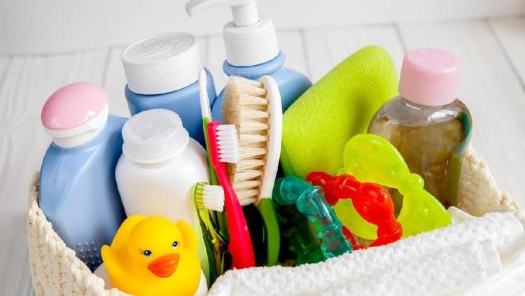 Jika Bunda hendak memilih produk kosemtik bayi, jangan lupakan beberapa pertimbangan penting berikut ini ya.