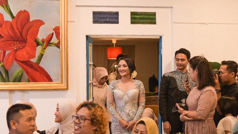 Siti Badriah terlihat datang ke tempat berlangsungnya acara lamaran di Pasar Minggu, Kamis (21/3).