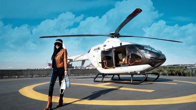 Aktivitas yang padat terkadang membuat para artis membutuhkan transportasi yang cepat. Berikut 6 artis yang dikenal sering menggunakan pesawat pribadi.