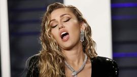 Miley Cyrus Jadi Bintang Pop Bermasalah di 'Black Mirror'