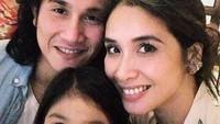 <p>Dari pernikahannya, mereka dikaruniai seorang putri bernama Jizzy Pearl Bastian. (Foto: Instagram @vinogbastian__)</p>