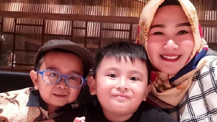 <p>Komedian Daus Mini menikahi Shelvie Hana Wijaya pada 9 Desember 2018. (Foto: Instagram @dausminiasli)</p>