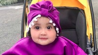 <p>Pakai baju dan turban ungu, Kylie imut banget ya?(Foto: Instagram @andisorayabeatrix)</p>