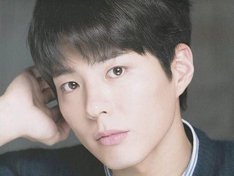 Gaya rambut ini sangat populer di kalangan pria-pria Korea Selatan. Disebut Bowl Cut karena ditata seakan-akan membentuk mangkok yang terbalik.