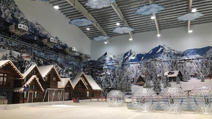 Rasakan Sensasi Bermain Salju di Trans Snow World Juanda